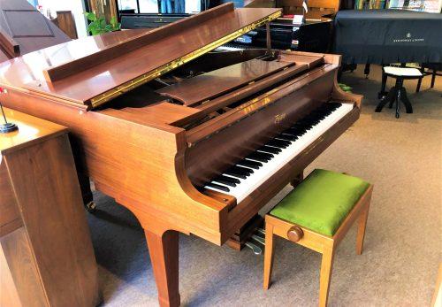 ウェルナット艶消し塗装仕上げのボストングランドピアノが入荷しました